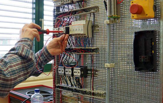 Umschulung zum/zur Elektroanlagenmonteur/in